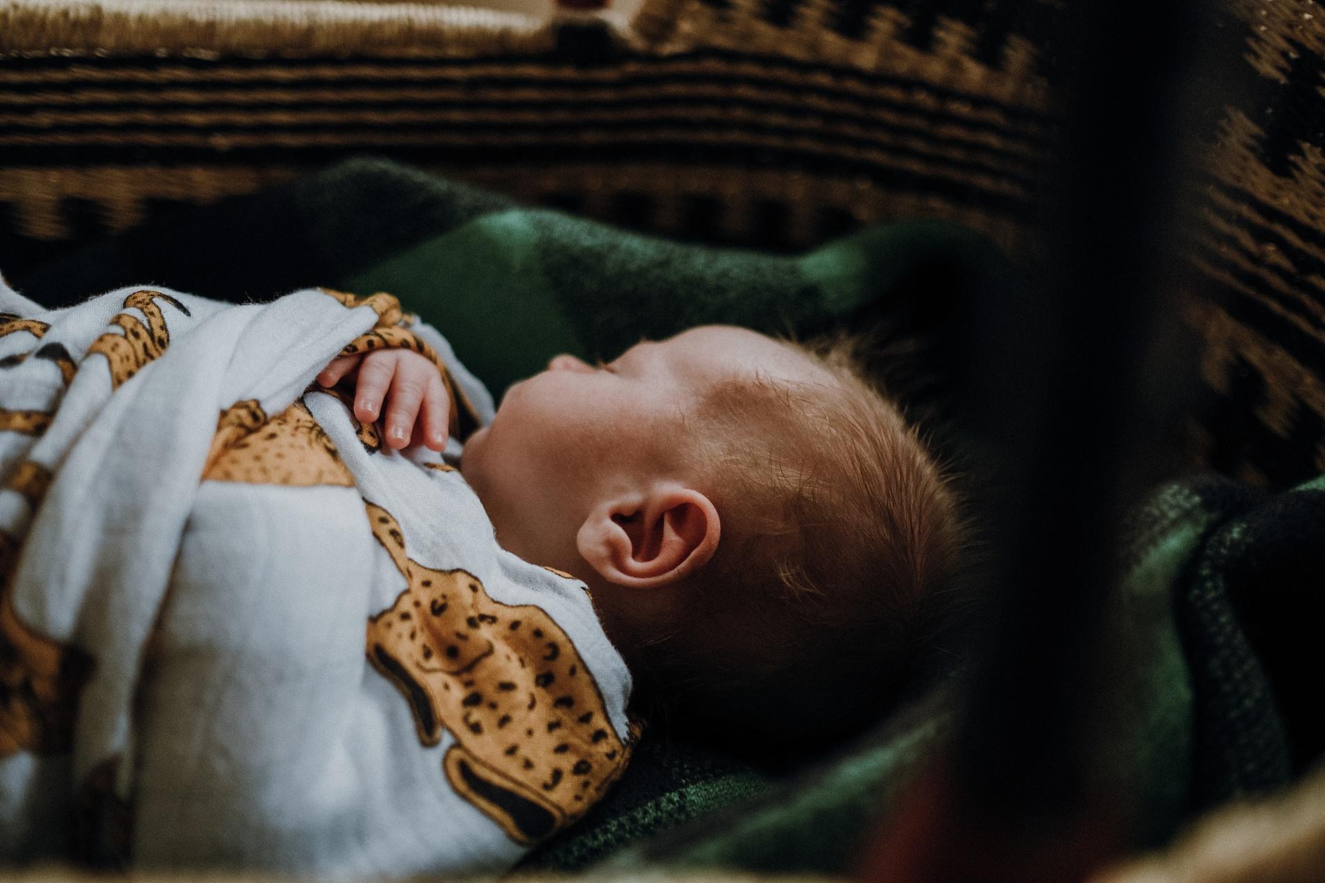 newborn-lifestyle-photographer