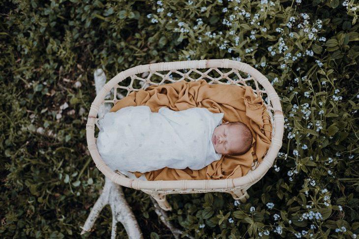 Outdoor-newborn-photo