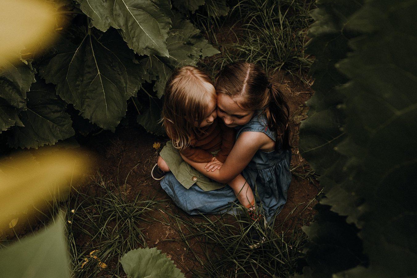 girls-in-sunflower-field